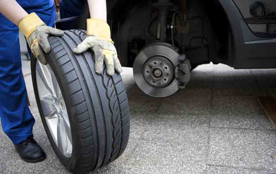 WHEN SHOULD I CHANGE THE TYRES OF THE CAR