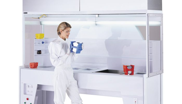 What are the differences between vertical and horizontal laminar flow hoods?
